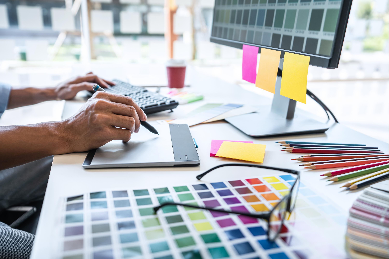 De psychologie van kleuren wordt toegepast bij marketing en branding.